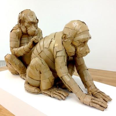 Grooming Monkeys 143 x 84 x 78 cm Cartón y barniz acrílico 2017 3.250€