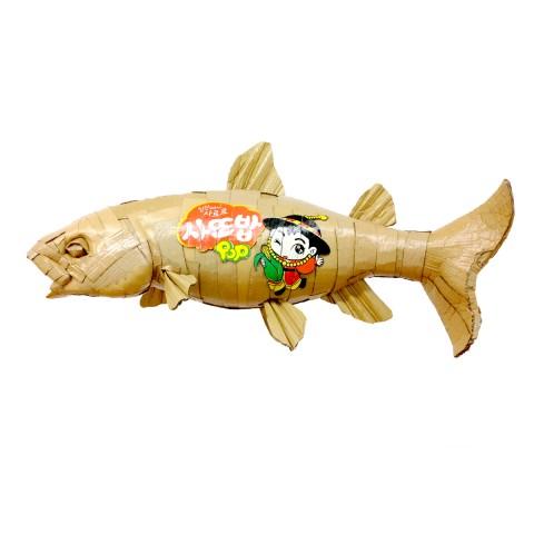 No longer a rainbow trout 90 x 45 x 30 cm Cartón y barniz acrílico 2017 1.200€