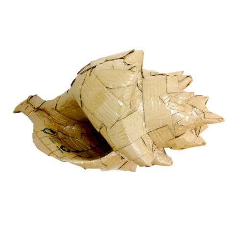 Please Recycle, save the seashells 26 x 30 x 54 cm Cartón y barniz acrílico 2017 900€