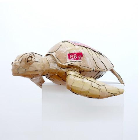 The sea turtle 70 x 30 x 63 cm Cartón y barniz acrílico 2017 1.400€